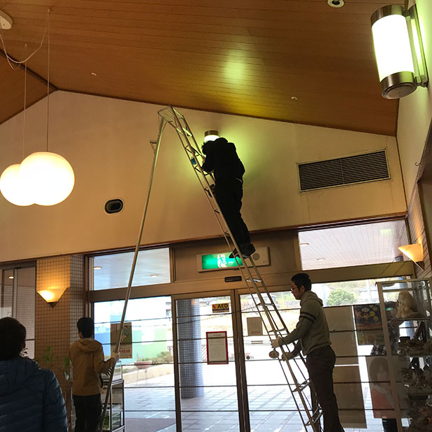 Employees from the West Japan Works doing volunteer cleaning work at a social welfare facility.